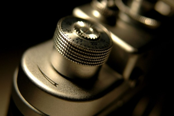 Una antigua cámara de fotos