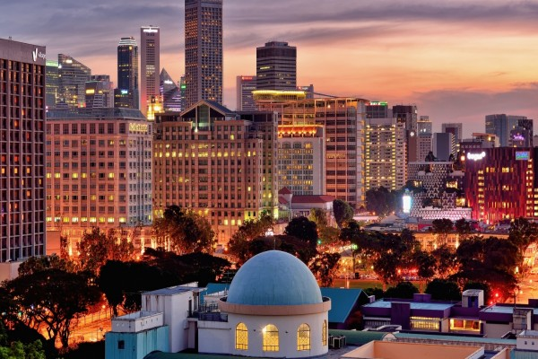 Luces de edificios en la ciudad de Singapur