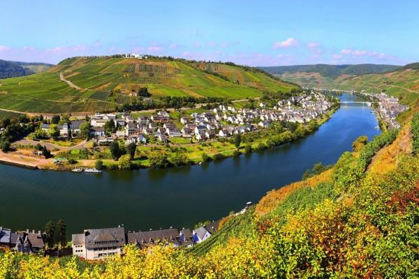Río Mosela a su paso por Bremm (Alemania)
