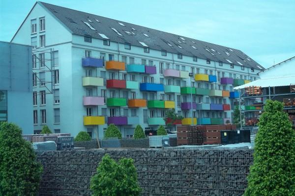 Coloridos balcones en la ciudad universitaria de Tubinga (Alemania)
