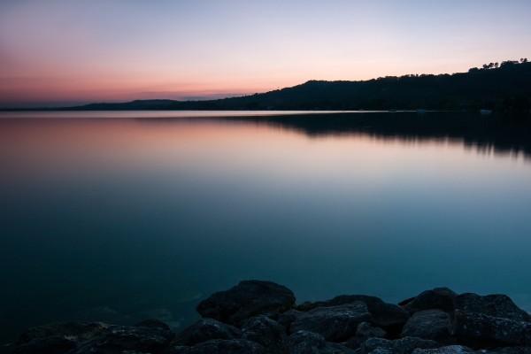 Lago de Murten (o Lago de Morat) en Suiza