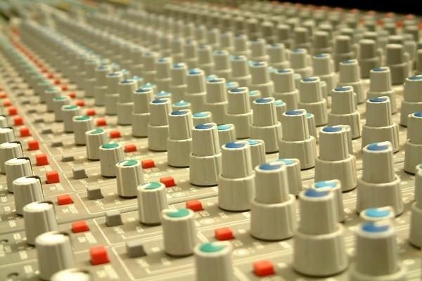 Complejo panel de control de sonido