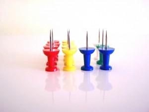 Postal: Chinchetas de colores