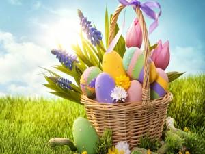 Postal: Cesta con huevos de Pascua