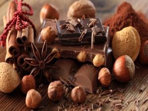 Chocolate con frutos secos, anis estrellado y canela