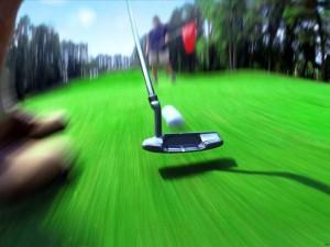 Golpeando la pelota de golf