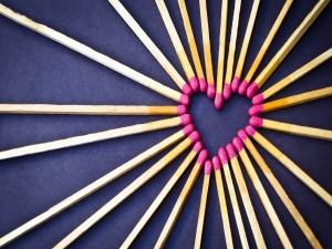 Fósforos formando un corazón