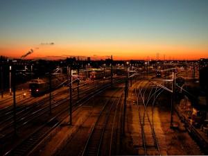 Patio de ferrocarril por la noche