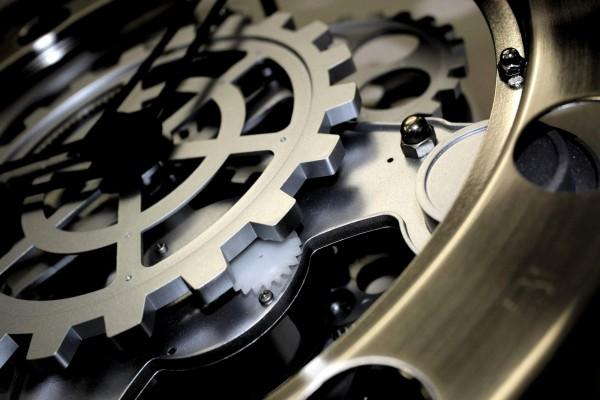 La maquinaria de un reloj de agujas