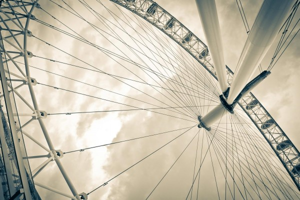 El London Eye (Ojo de Londres), una noria a orillas del río Támesis, Londres, Inglaterra