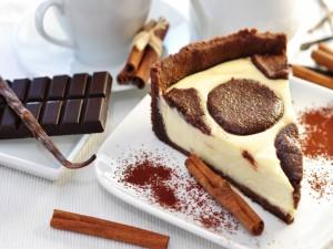 Pastel de chocolate, vainilla y canela