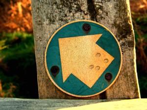Poste indicador con una flecha