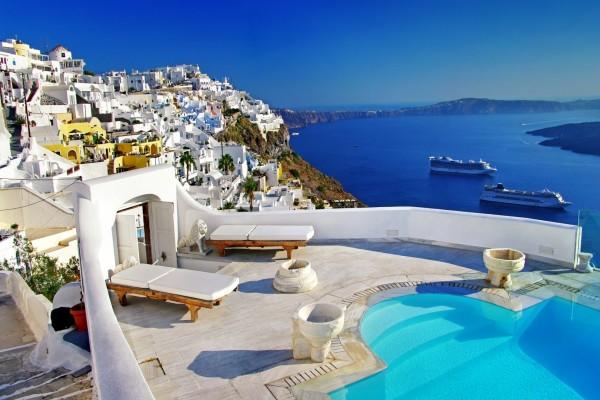 Una piscina de ensueño en la isla de Santorini (Grecia)