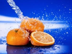 Postal: Naranjas y un chorro de agua