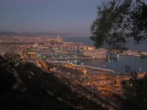 Postal: Vista nocturna, desde Montjuic, del Puerto de Barcelona