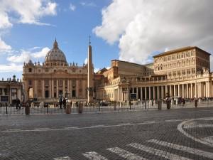 Postal: Plaza de San Pedro en la Ciudad del Vaticano
