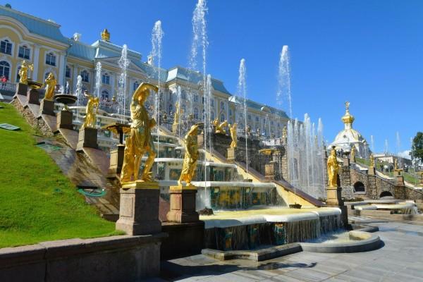 Palacio de Peterhof y la Gran Cascada (San Petersburgo, Rusia)