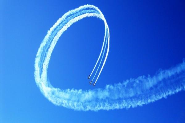Aviones en vuelo sincronizado
