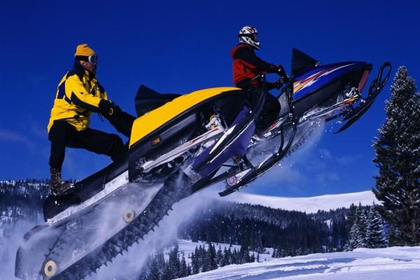 Saltos de motos de nieve