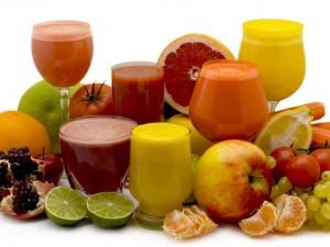 Variedad de frutas y zumos