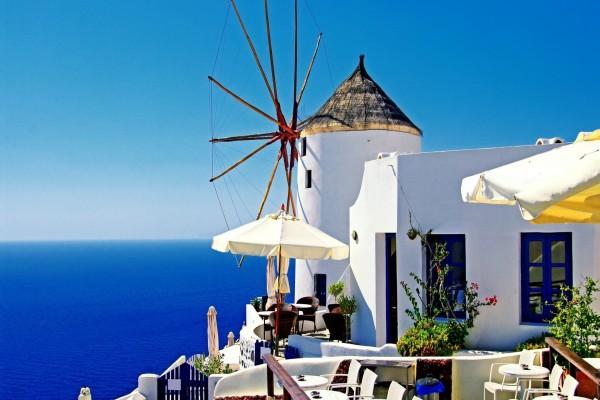 Molino de viento en Oia, Santorini, Grecia