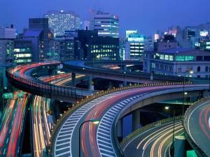 Postal: Tráfico nocturno en Tokio, Japón