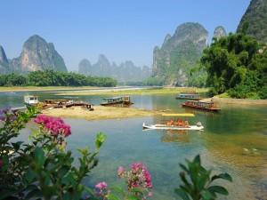 Barcazas en la localidad china de Yangshuo