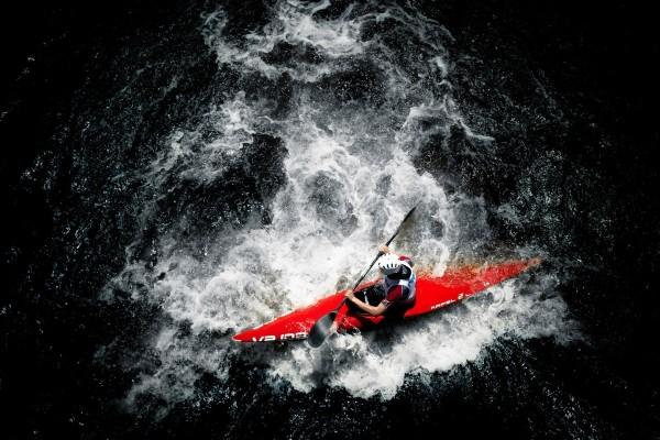 Vista aérea de un piragüista profesional