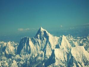 Postal: El monte Everest, la montaña más alta del mundo, marcando la frontera entre Nepal y China