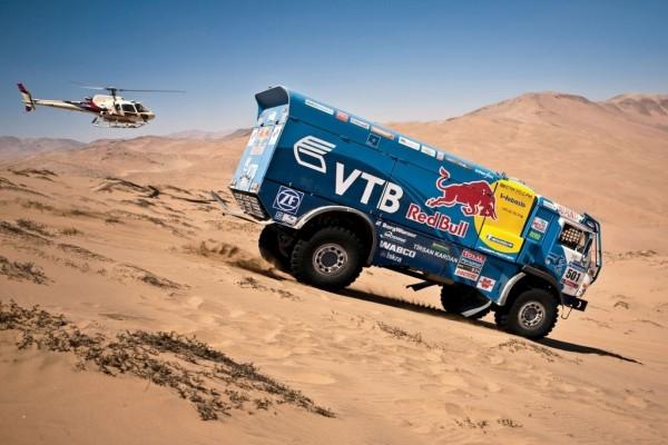 Camión Kamaz por las dunas del Rally Dakar
