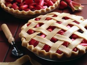 Elaborando un pastel de fresas