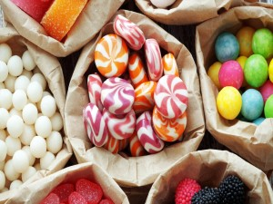 Paquetes de caramelos y gomitas (o gominolas)
