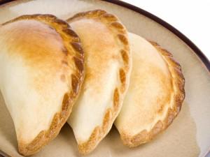Tres empanadas criollas argentinas