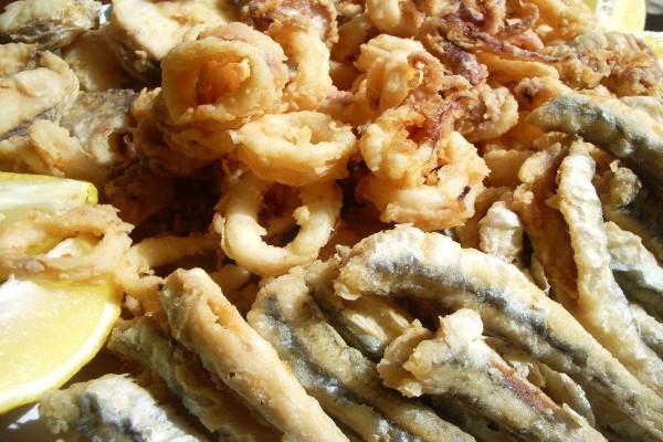 "Plato andaluz de ""pescaito frito"""