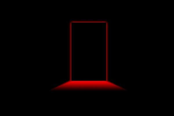 Luz roja tras la puerta
