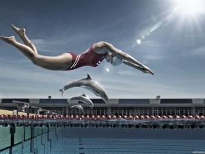 Chica saltando junto a unos delfines