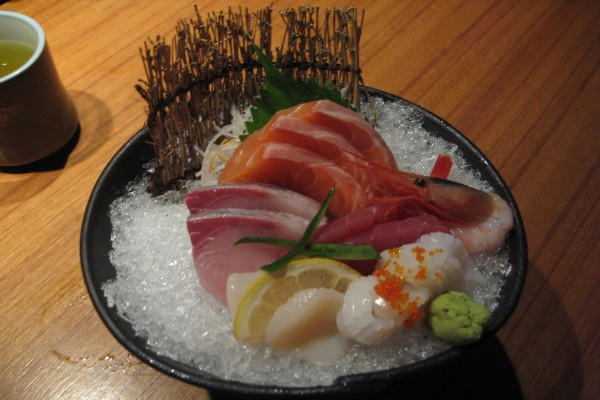Plato de comida típica japonesa
