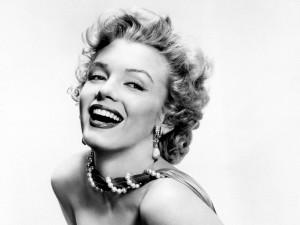 Postal: Marilyn con una gran sonrisa