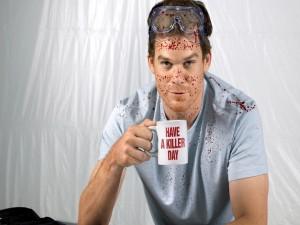 Dexter, un especialista forense en el análisis de salpicaduras de sangre