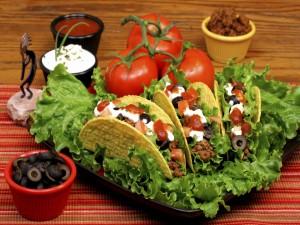 Tacos con sus aderezos