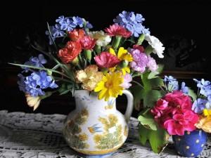 Postal: Jarrón con variedad de flores de colores