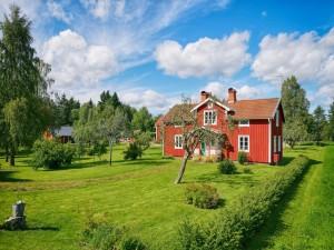 Postal: Casa de campo con amplias zonas verdes