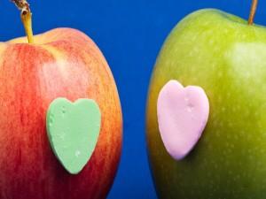 Postal: Manzanas con corazón