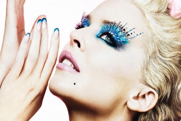 Kylie Minogue con un maquillaje espectacular