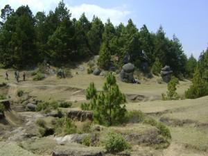 Postal: Excursionistas en el campo
