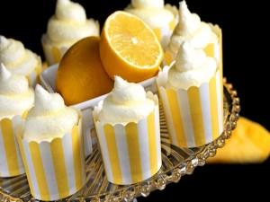 Postres con naranja, nata y azúcar