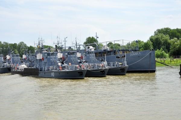 Barcos en el Danubio (Rumanía)
