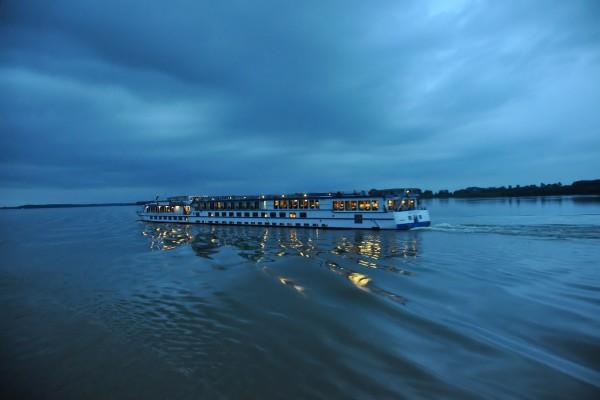 Crucero nocturno por el río Danubio