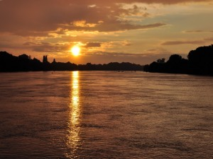 Puesta de sol sobre el río Danubio