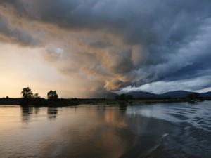 Postal: Tormenta sobre el Danubio